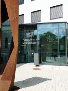 Zwei Männer aus Ettringen im Alter von 20 und 18 Jahren mussten sich wegen Brandstiftung vor dem Amtsgericht Memmingen verantworten.