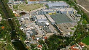 Mit der PM 5 produziert das UPM-Werk in Ettringen jährlich 295000 Tonnen Papier. Überwiegend werden vor Ort ungestrichene Magazinpapiere hergestellt und in die ganze Welt verschickt.
