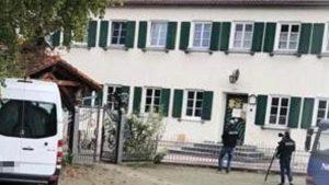 Ein 22-Jähriger soll im August 2020 in der Asylbewerberunterkunft in Siebnach auf einen 29-Jährigen eingestochen haben. Jetzt kommt der Fall vor Gericht.