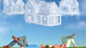 Viele junge Familien träumen von einem eigenen Haus und suchen händeringend nach einem bezahlbaren Bauplatz. Häufig bieten die Gemeinden Grundstücke an, doch hier ist die Warteliste meist sehr lang. Die Gemeinden im Wertachtal reagieren auf den Bauboom und weisen immer neue Baugebiete aus. Bild mz-online