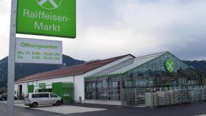 So sieht der Raiffeisenmarkt in der Gemeinde Wertach aus, der im Frühjahr eröffnet wurde. Ein ähnliches Projekt soll in Ettringen entstehen. Der Gemeinderat hat grünes Licht gegeben, die Ortsgruppe des Bund Naturschutz Türkheim-Ettringen meldet dagegen Bedenken an und erhebt entsprechende Forderungen, den Bebauungsplan zu ändern.